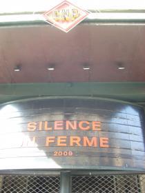 Silence, on ferme