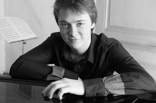 Jeunes, beaux et pianistes