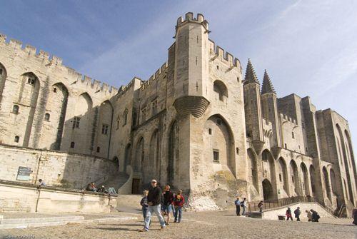 A Avignon, le pape est nu