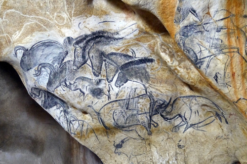 Plongée dans la réplique de la grotte Chauvet
