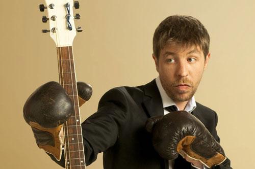 David Bosteli a la guitare qui le démange