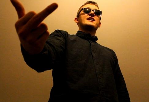 Vald injecte une bonne dose d'absurdité dans le rap game