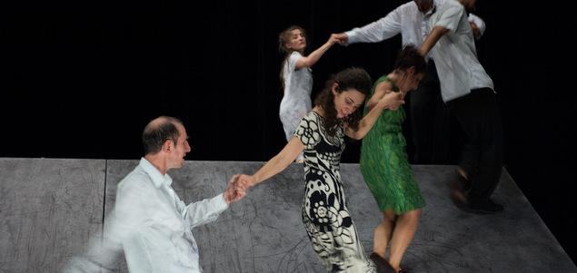 Maguy Marin : la vie, une farandole