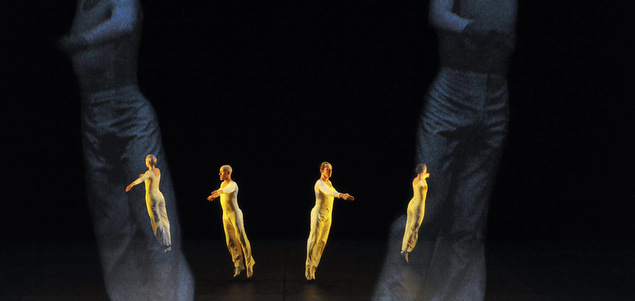 Lucinda Childs, la danse toute nue