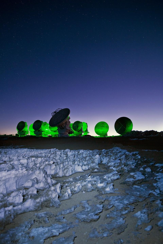 ALMA, vert, scrute l'univers