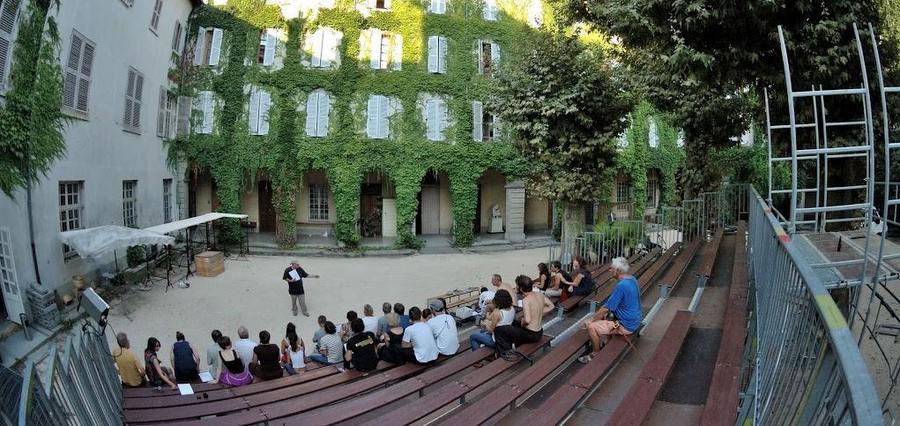 Festival de la cour du vieux temple : attention, spectacles en cour !