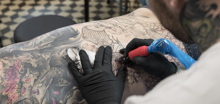 681 Tattoos, dans la peau