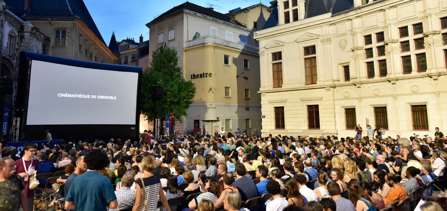 Séances en courts au Festival du film court en plein air de Grenoble