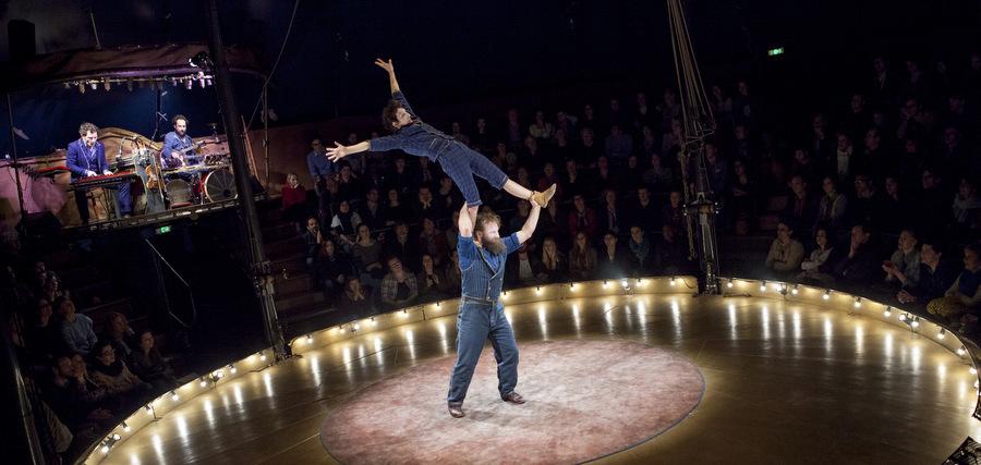 Le cirque : double tours et double lieux