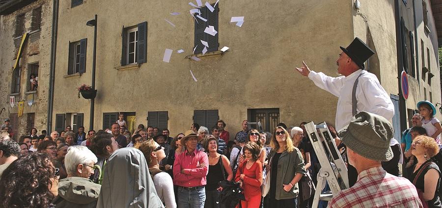 Textes en l'air : la fête (artistique) au village