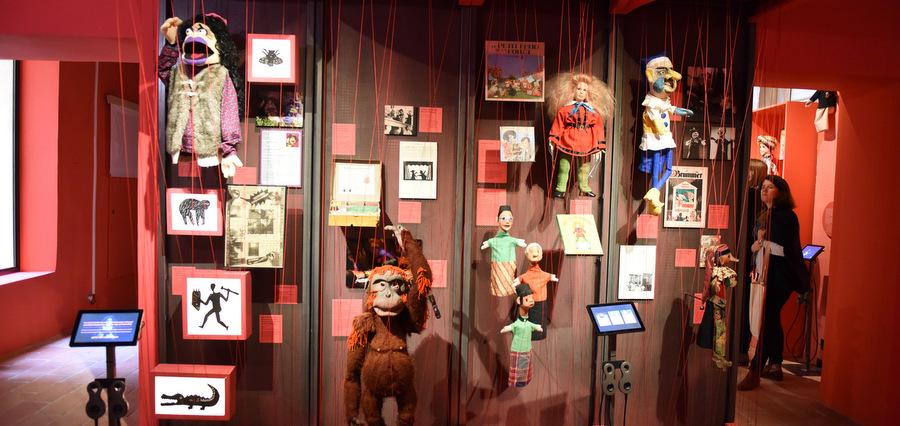 Marionnettes à portée de main