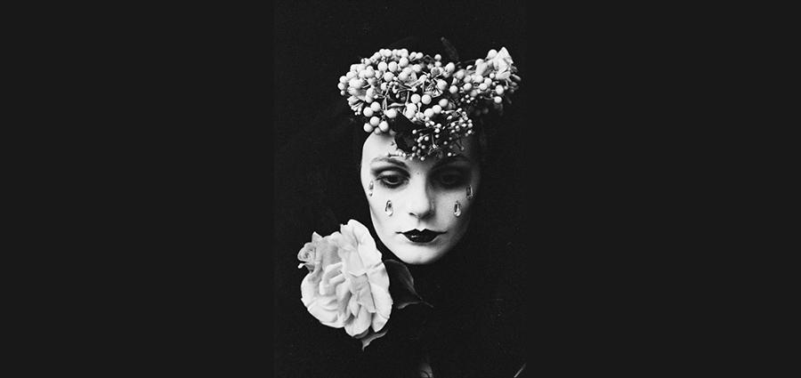 Modèle aux larmes de cristal de Irina Ionesco