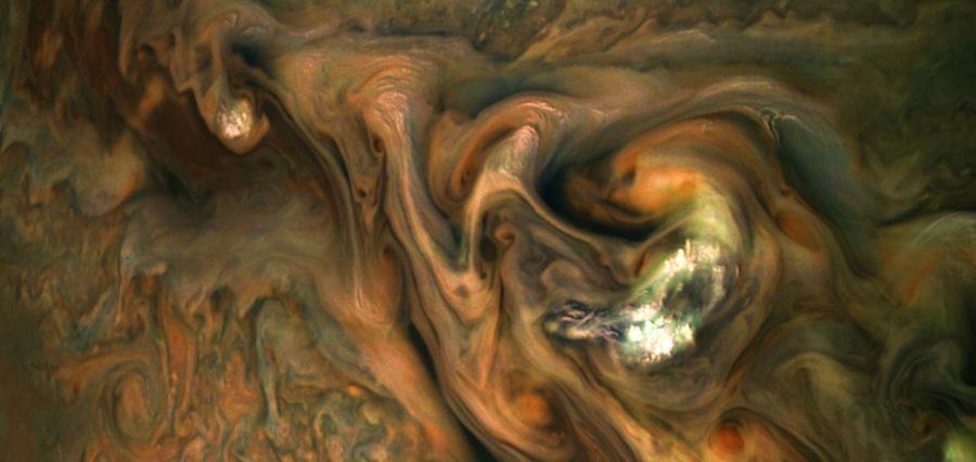 Jupiter : atmosphère agitée et colorée