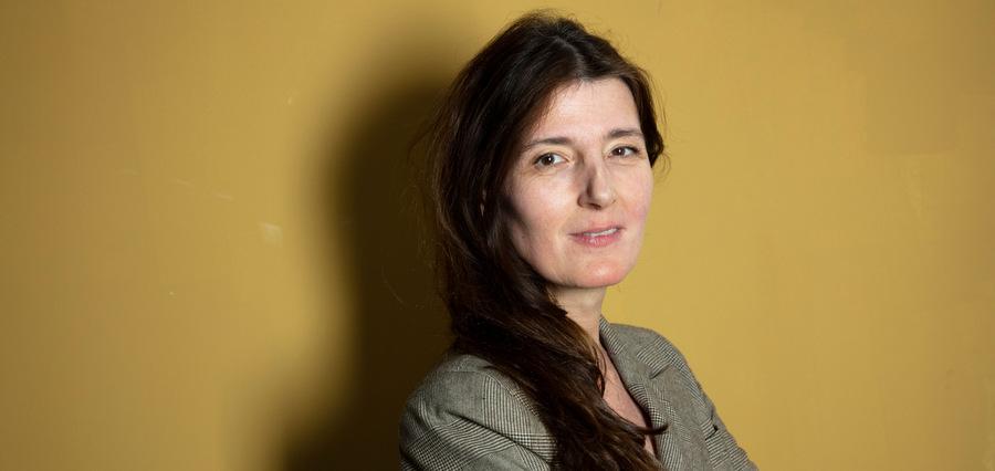 Carole Fives : sous le pinceau, la plume