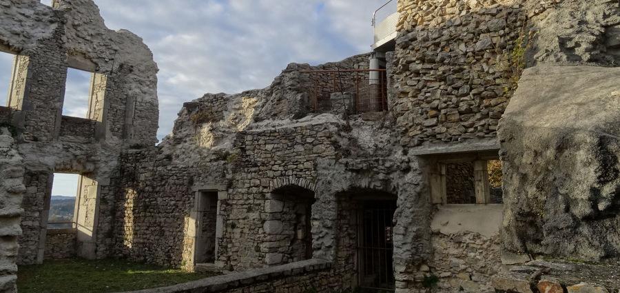 Ruines, préservation et réhabilitation