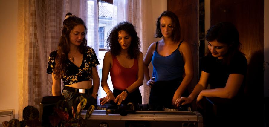 Sister Act, un programme pour plus de filles aux platines