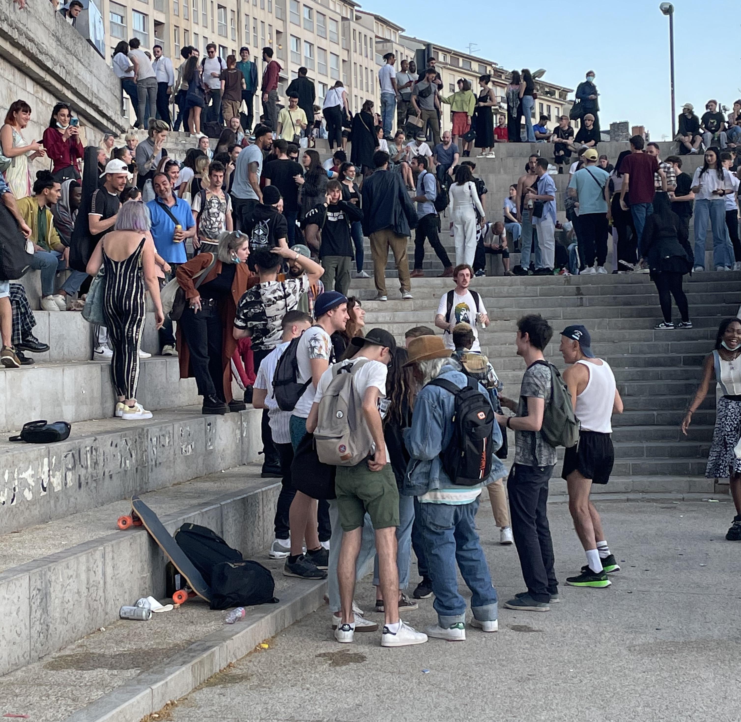De l'imaginaire fête sauvage sur les quais à Lyon, et de l'indignation sélective