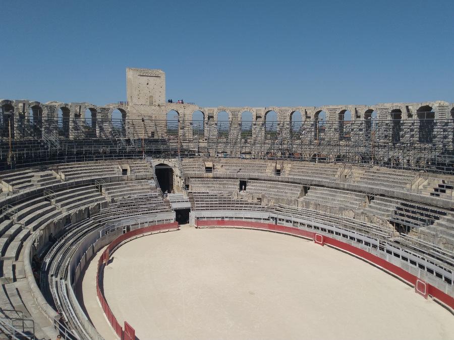 Arles, de l'antique au clic